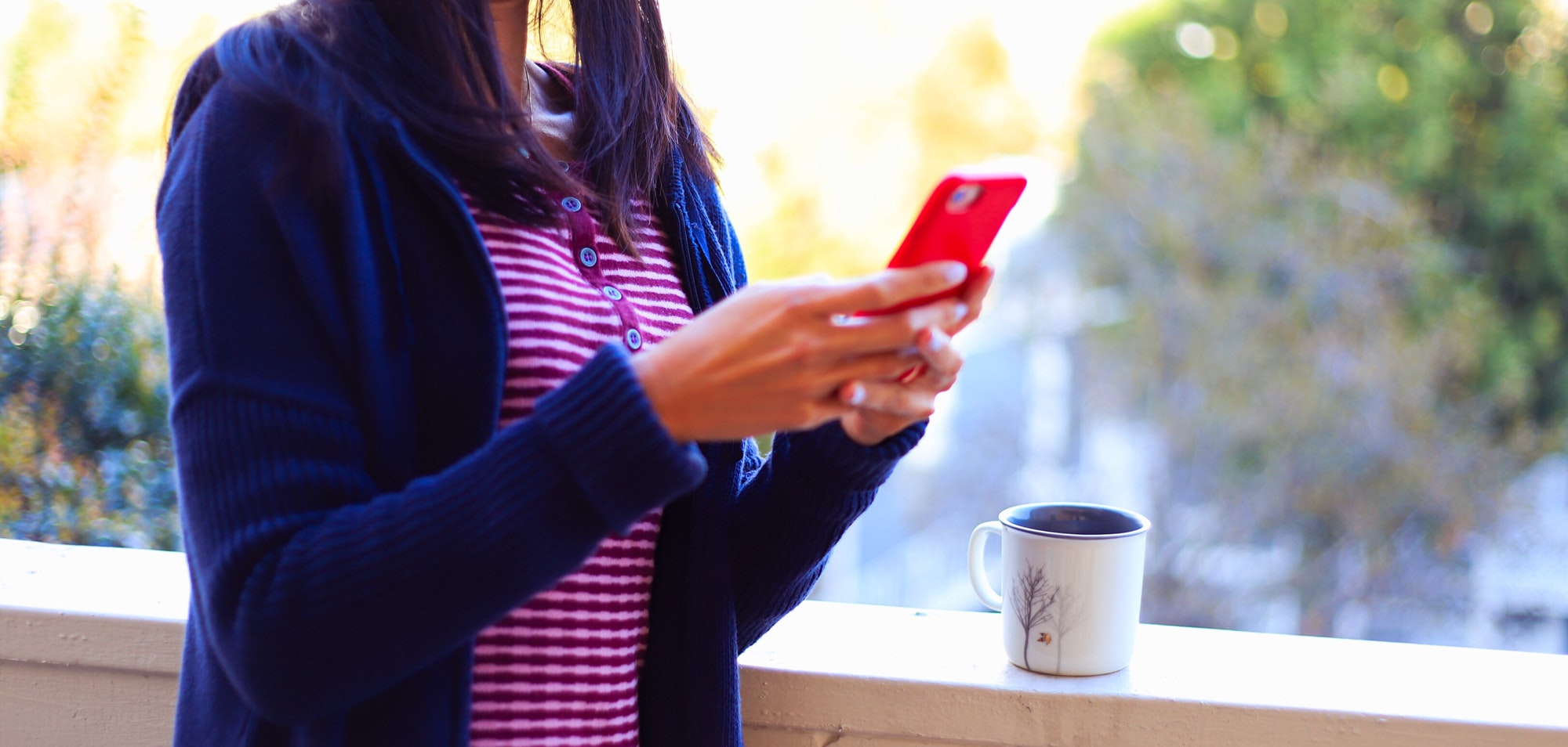 Kako ustvarim Facebook profil za svojo stran?Texting friends on a Sunday afternoon